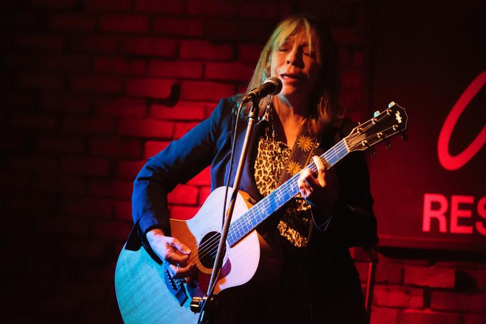 Rickie Lee Jones performing on Tuesday night at Johnny D's.